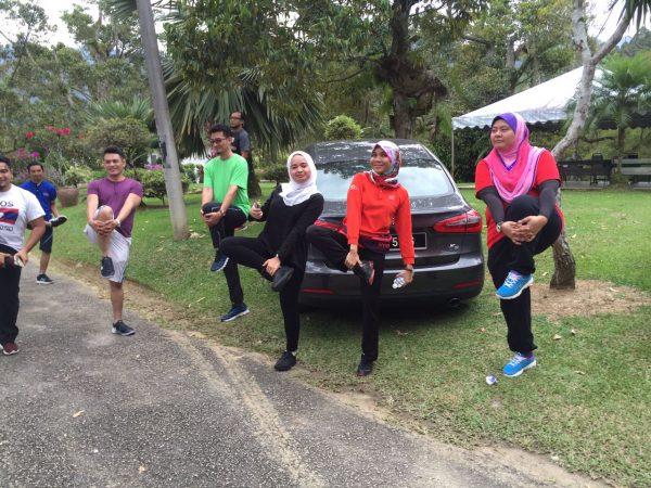 Stretching hari pertama sebelum jogging secara individu
